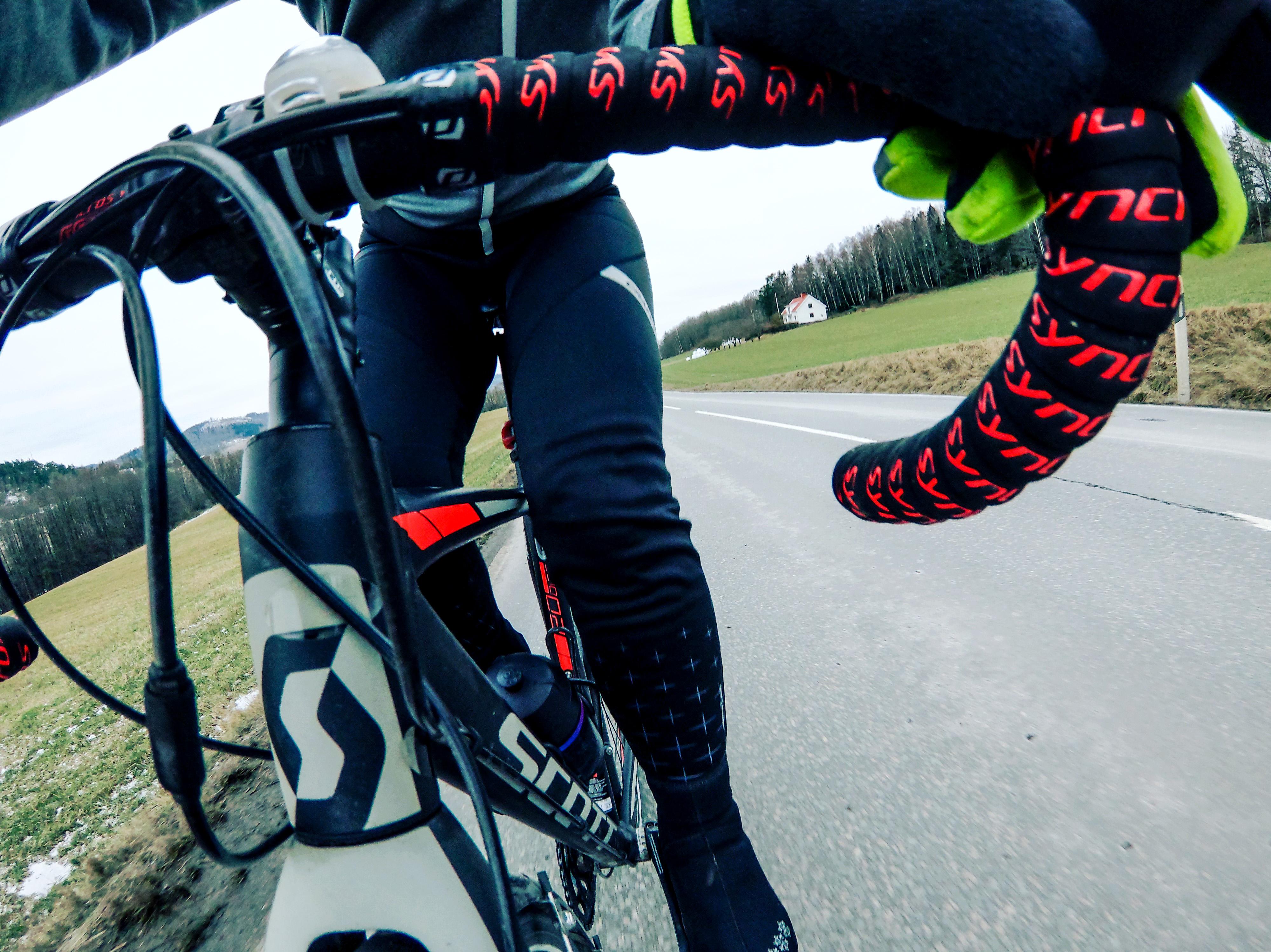 När cykelskorna sitter fast i pedalen Elna Dahlstrand
